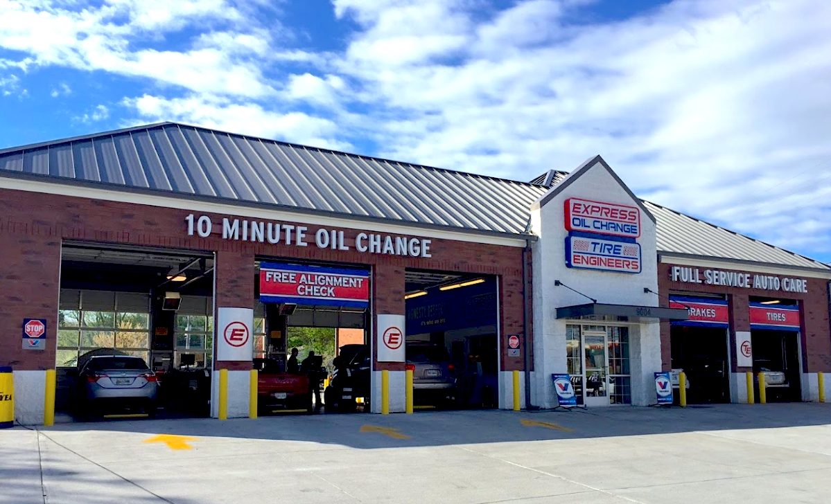 Express Oil Change & Tire Engineers Knoxville, TN - Kingston Pike store
