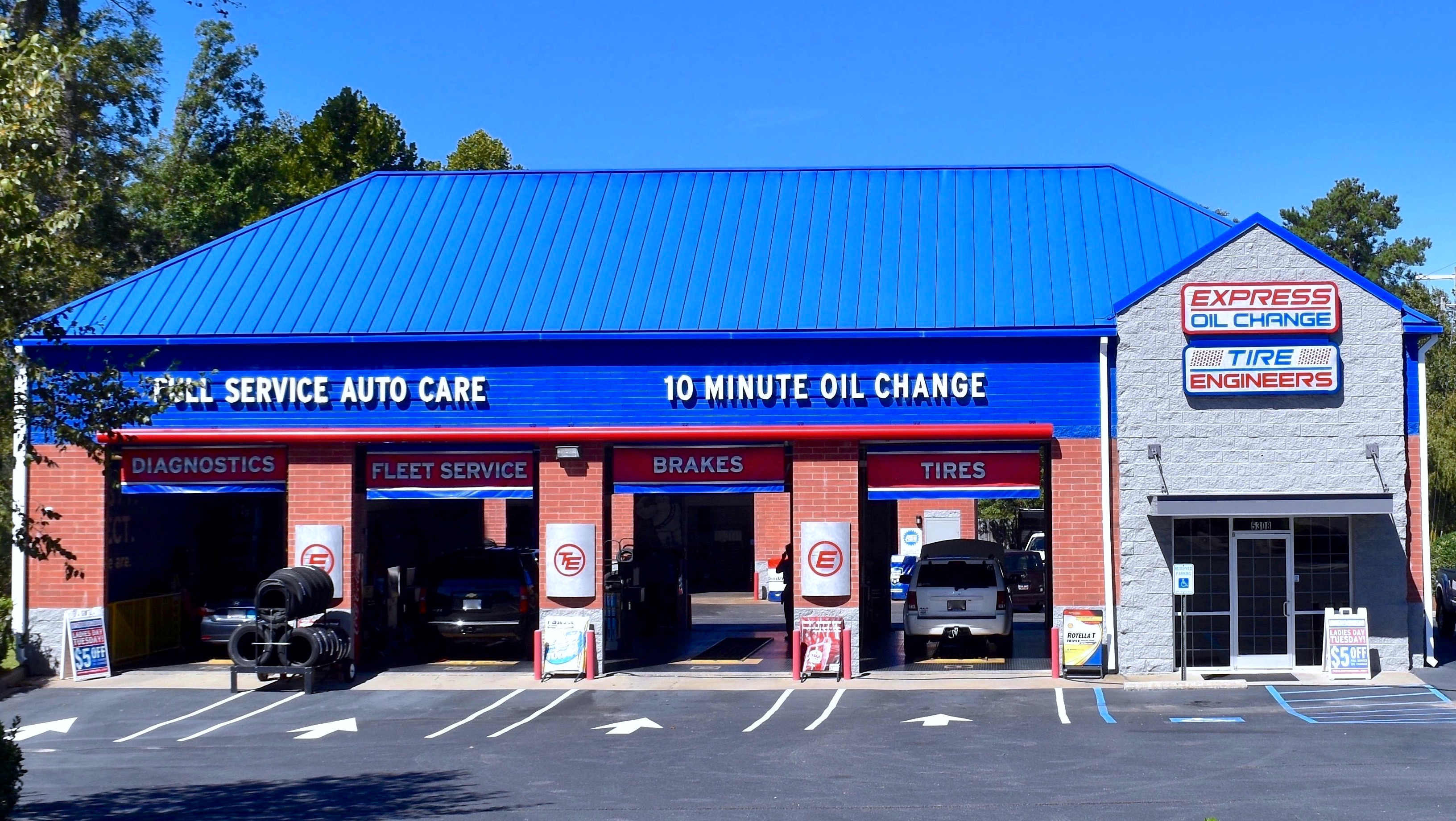 Express Oil Change & Tire Engineers at Lexington, SC - Sunset Boulevard store