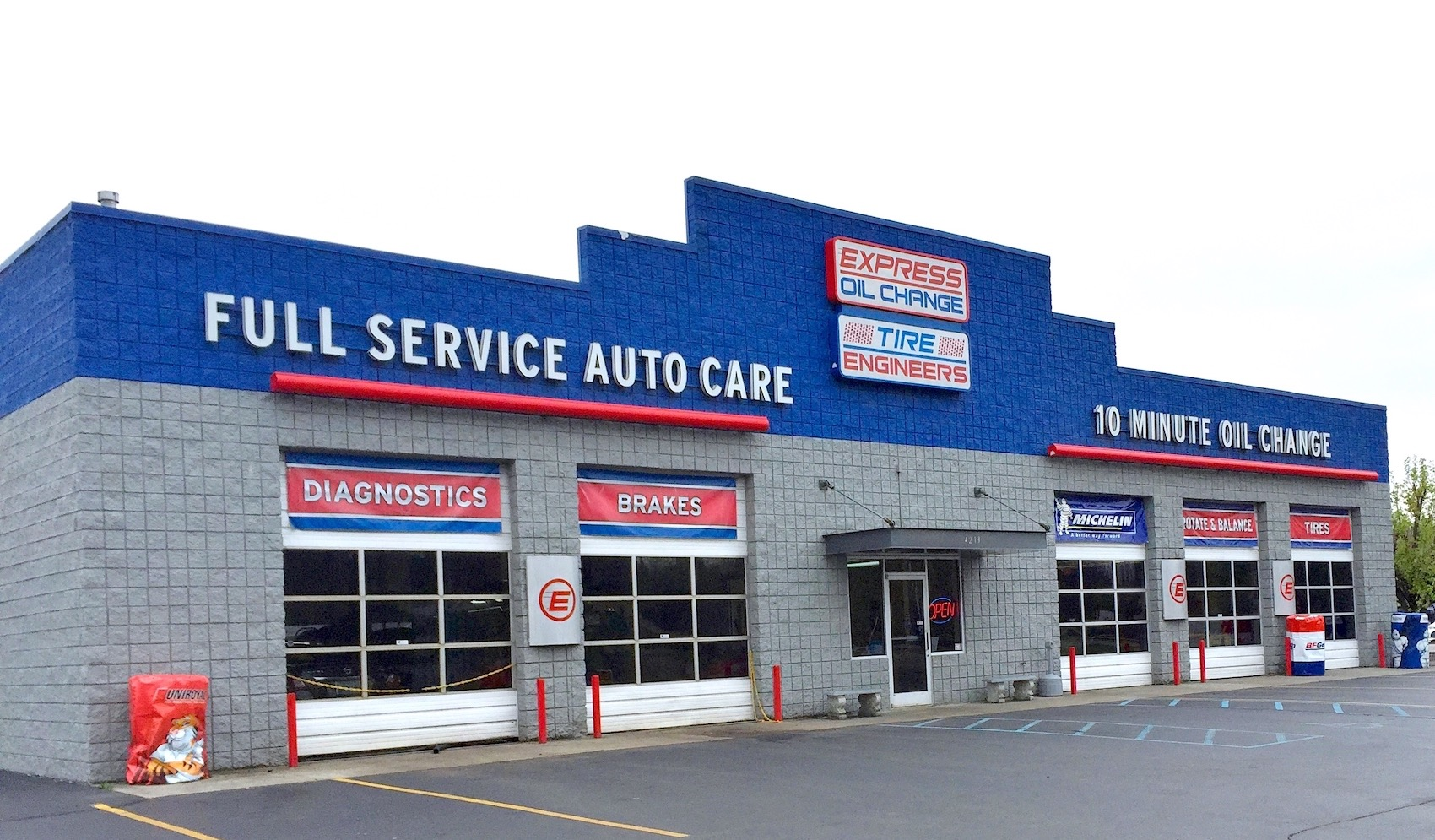 Express Oil Change & Tire Engineers Kingsport, TN - West Stone Drive store