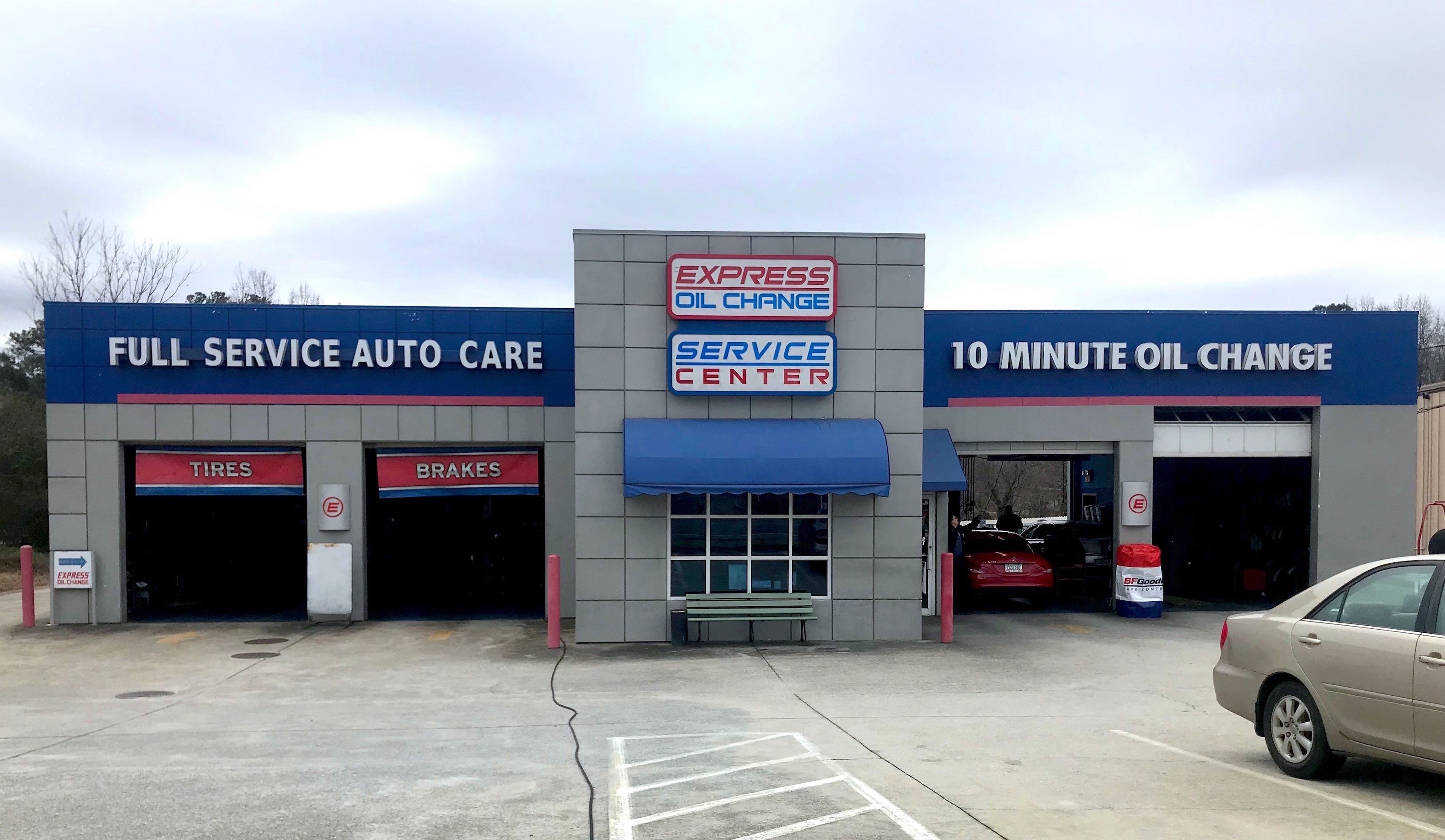 Express Oil Change & Tire Engineers Lawrenceville, GA - West Pike Street store