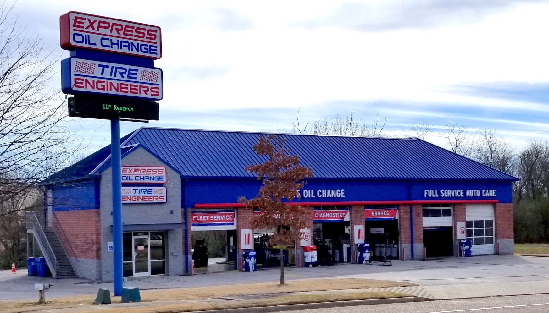 Express Oil Change & Tire Engineers at Memphis, TN - Dromedary Drive store