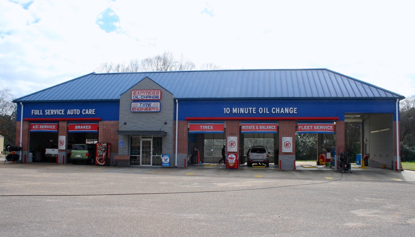 Express Oil Change & Tire Engineers Montgomery, AL - Forest Hills store