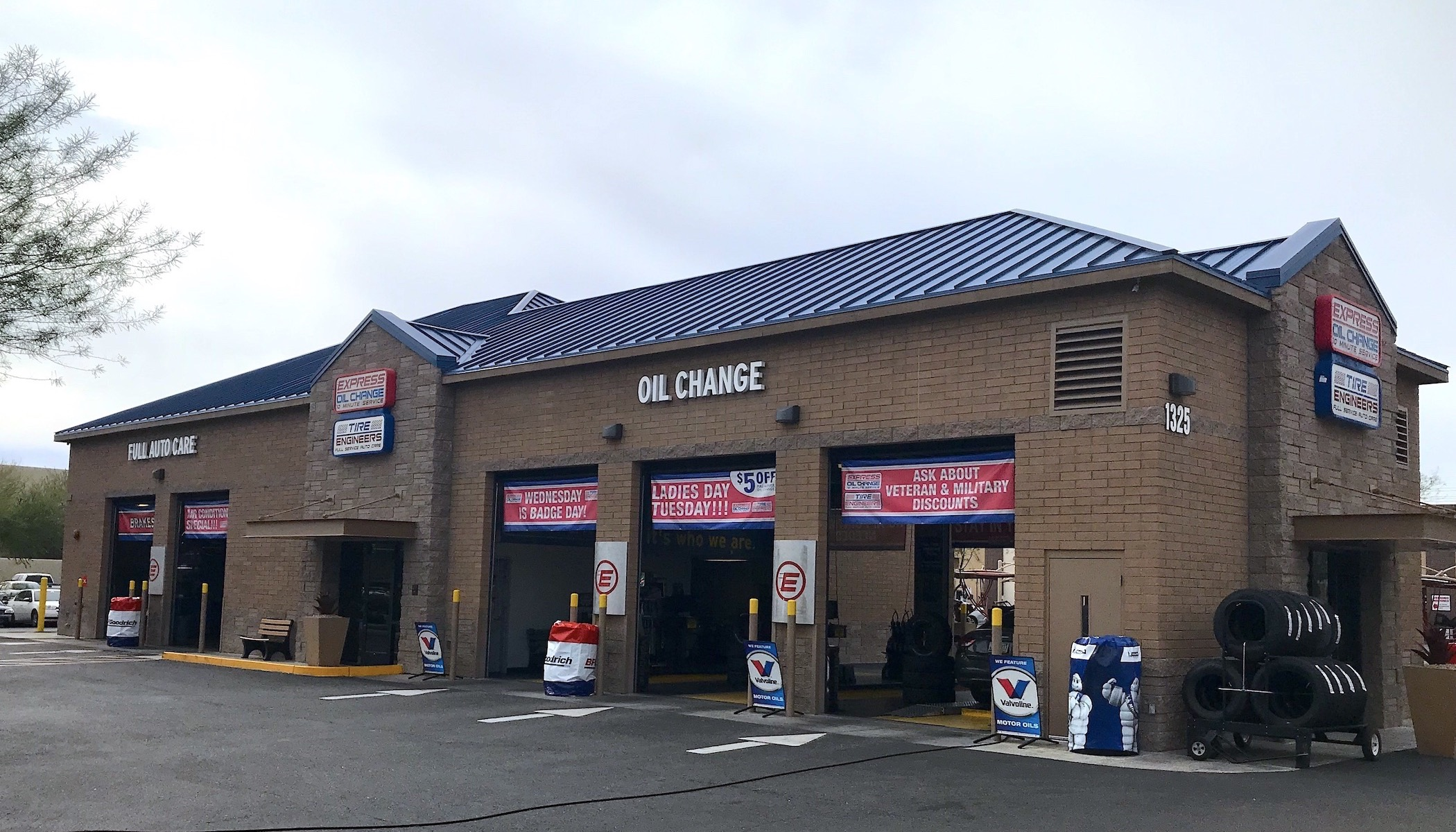 Express Oil Change & Tire Engineers Tempe, AZ - Warner Road store