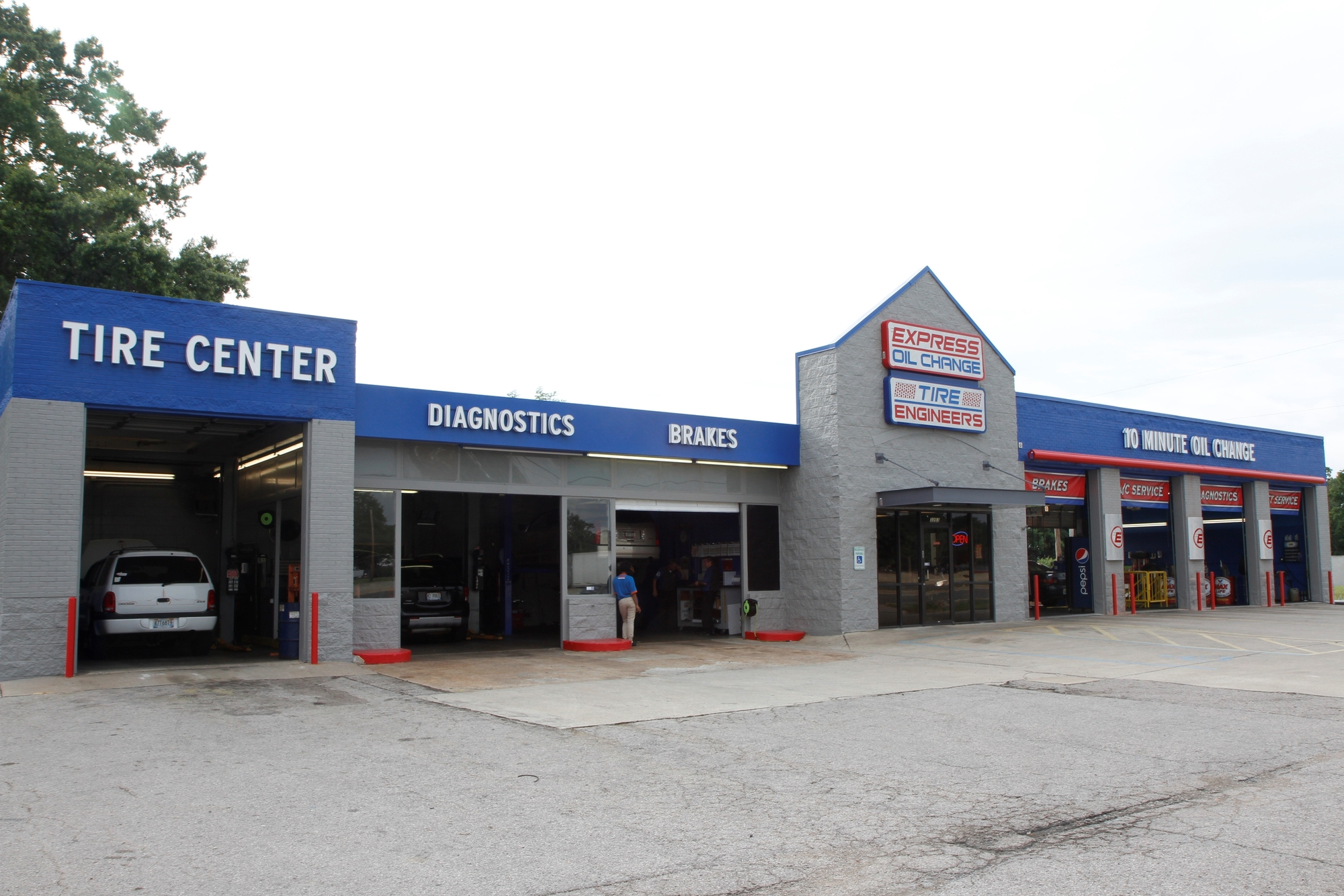 Express Oil Change & Tire Engineers at Huntsville, AL - North Memorial Parkway store