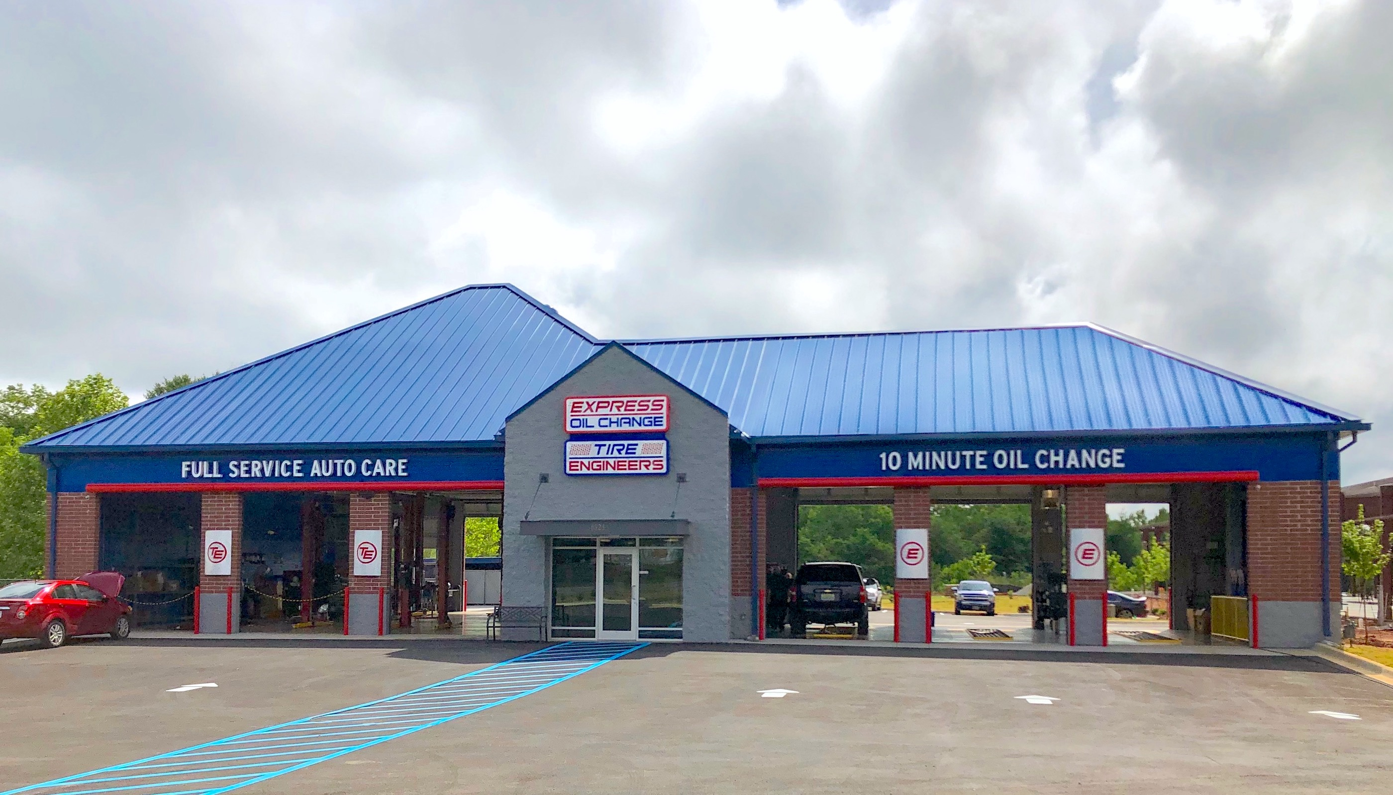 Express Oil Change & Tire Engineers Owens Cross Roads, AL - Hampton Cove store