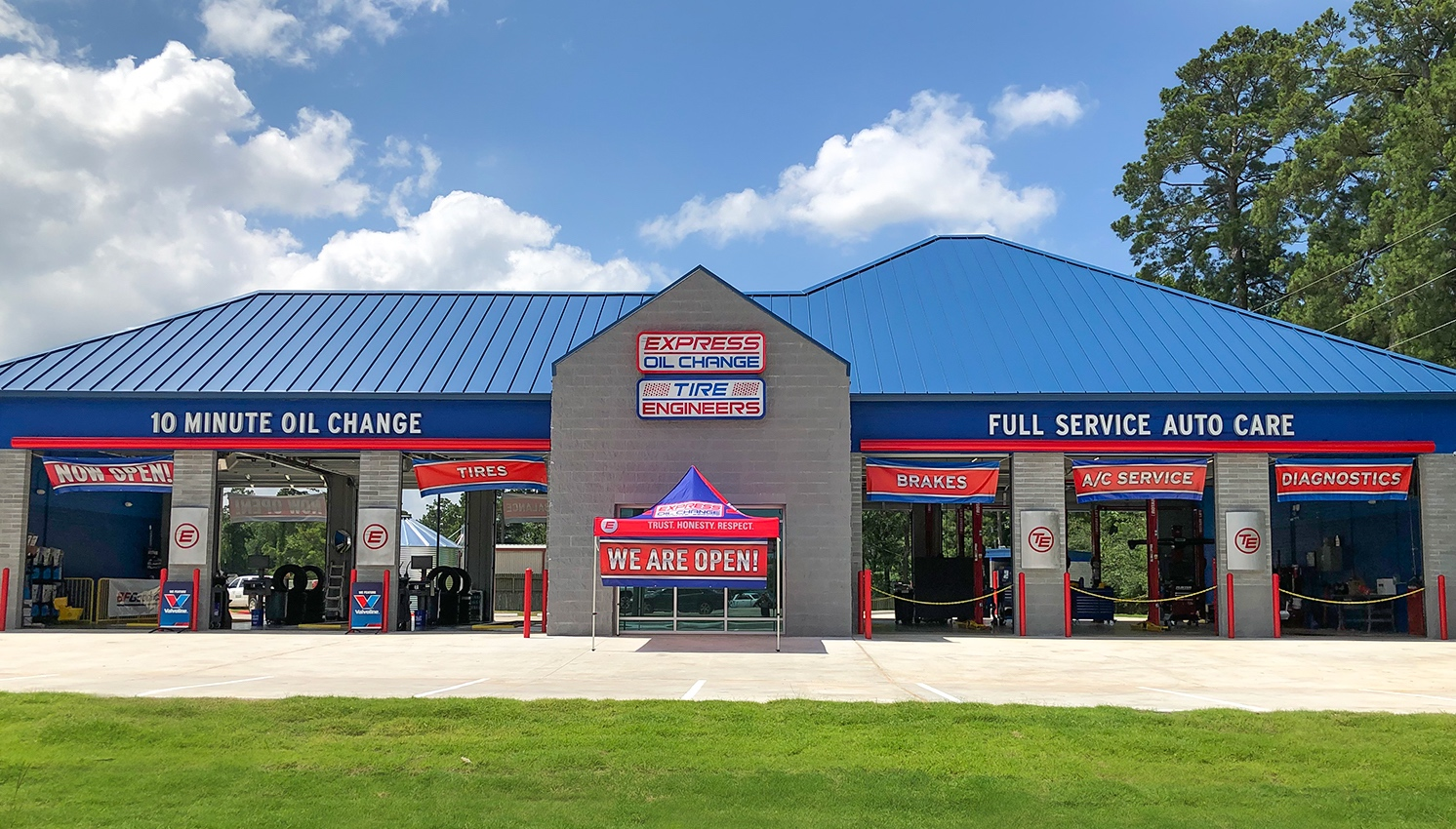 Express Oil Change & Tire Engineers Magnolia, TX - The Woodlands store