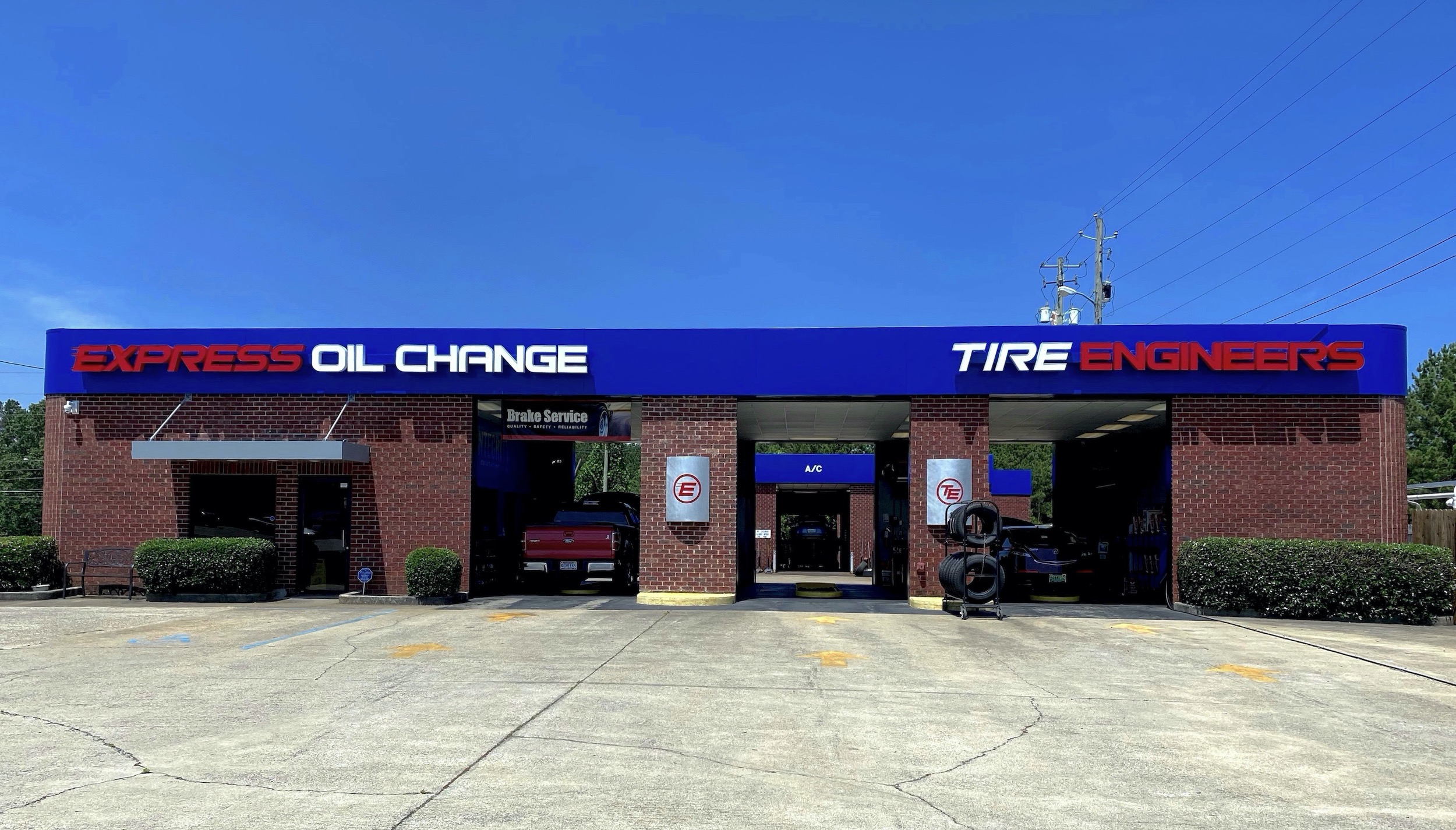 Express Oil Change & Tire Engineers Pell City, AL - Cropwell store