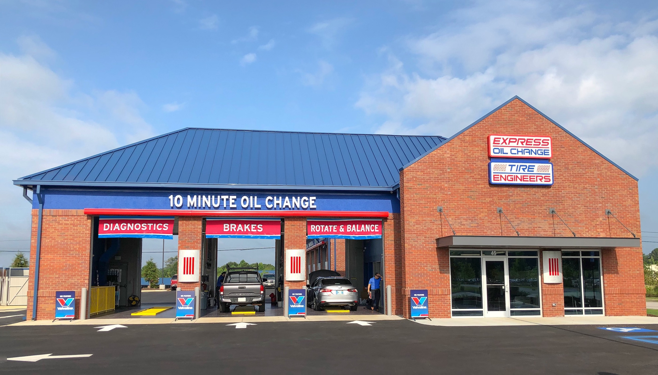 Express Oil Change & Tire Engineers at Sharpsburg, GA - Fischer Crossings store