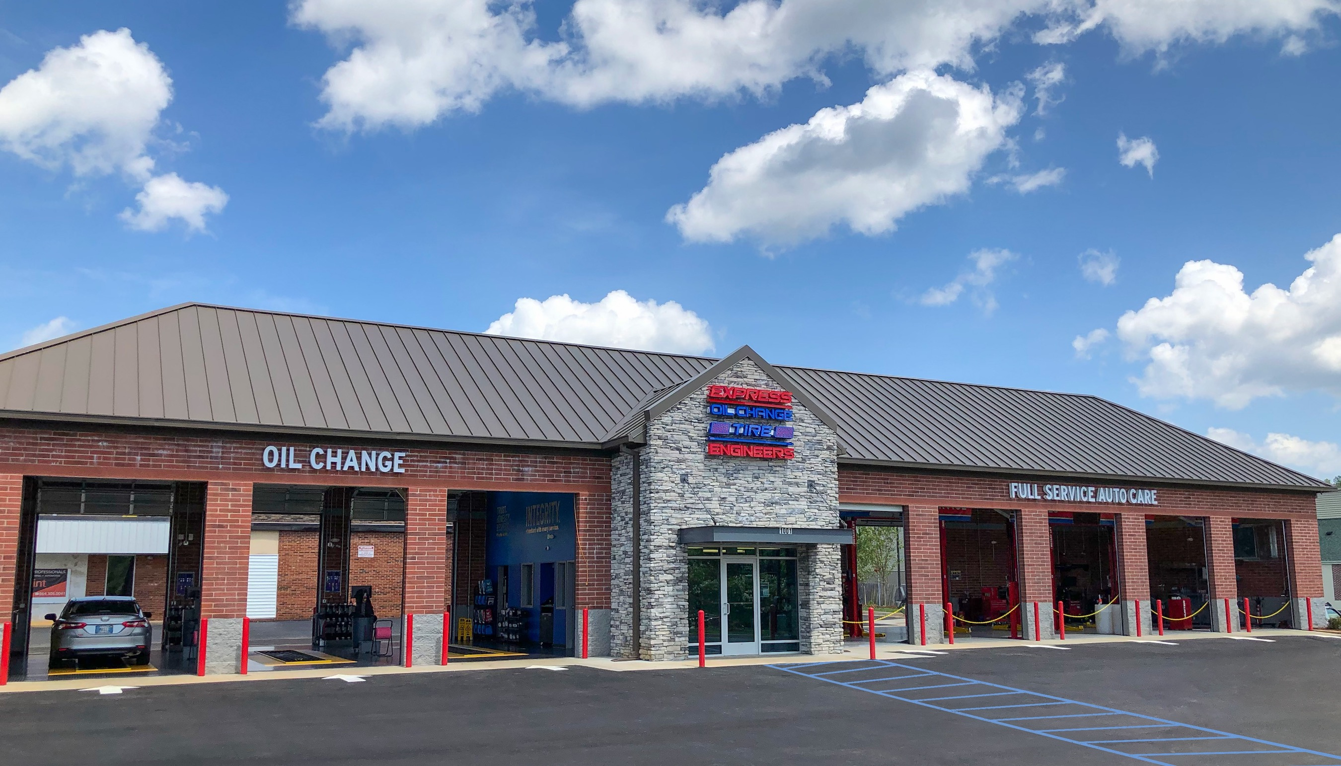 Express Oil Change & Tire Engineers at Greenville, SC - Roper Mountain store