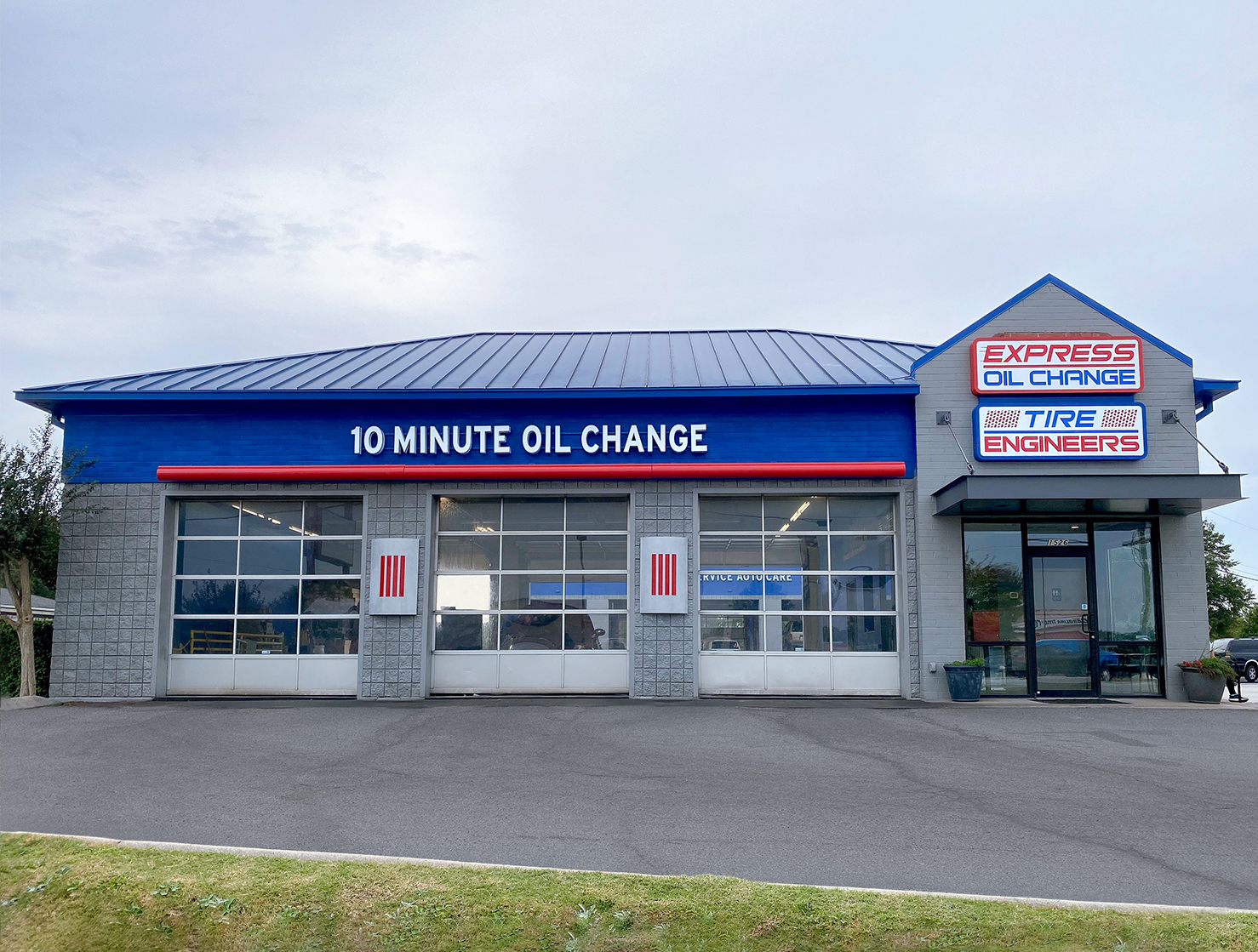 Express Oil Change & Tire Engineers Greenville, SC - Woodruff Road store