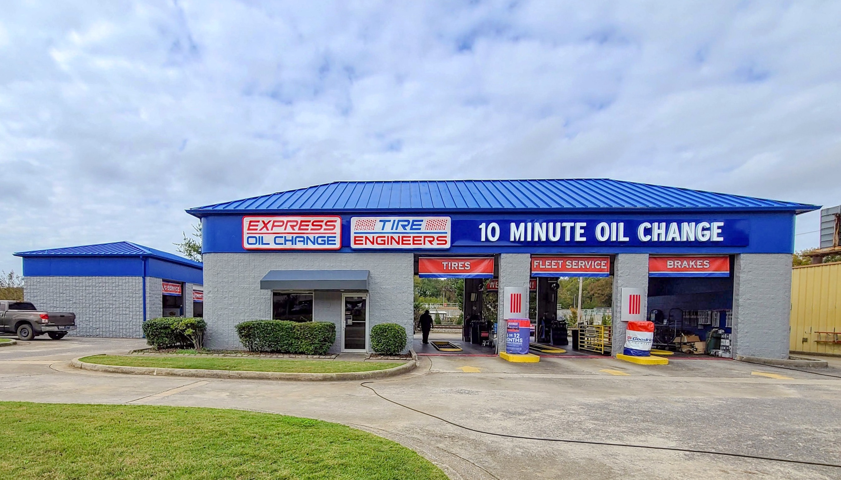Express Oil Change & Tire Engineers at Alabaster, AL - Buck Creek store
