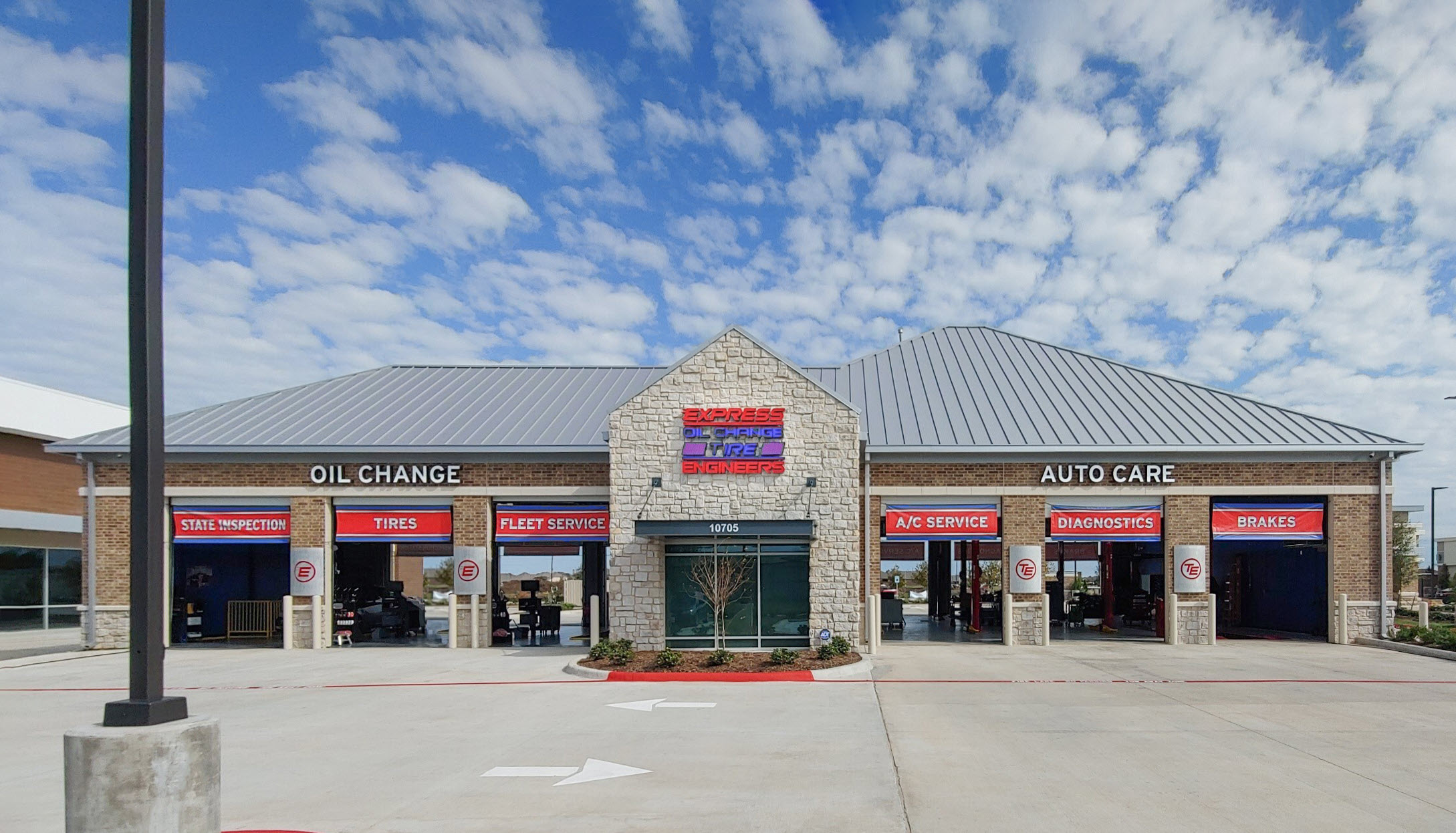 Express Oil Change & Tire Engineers at Richmond, TX - Aliana store