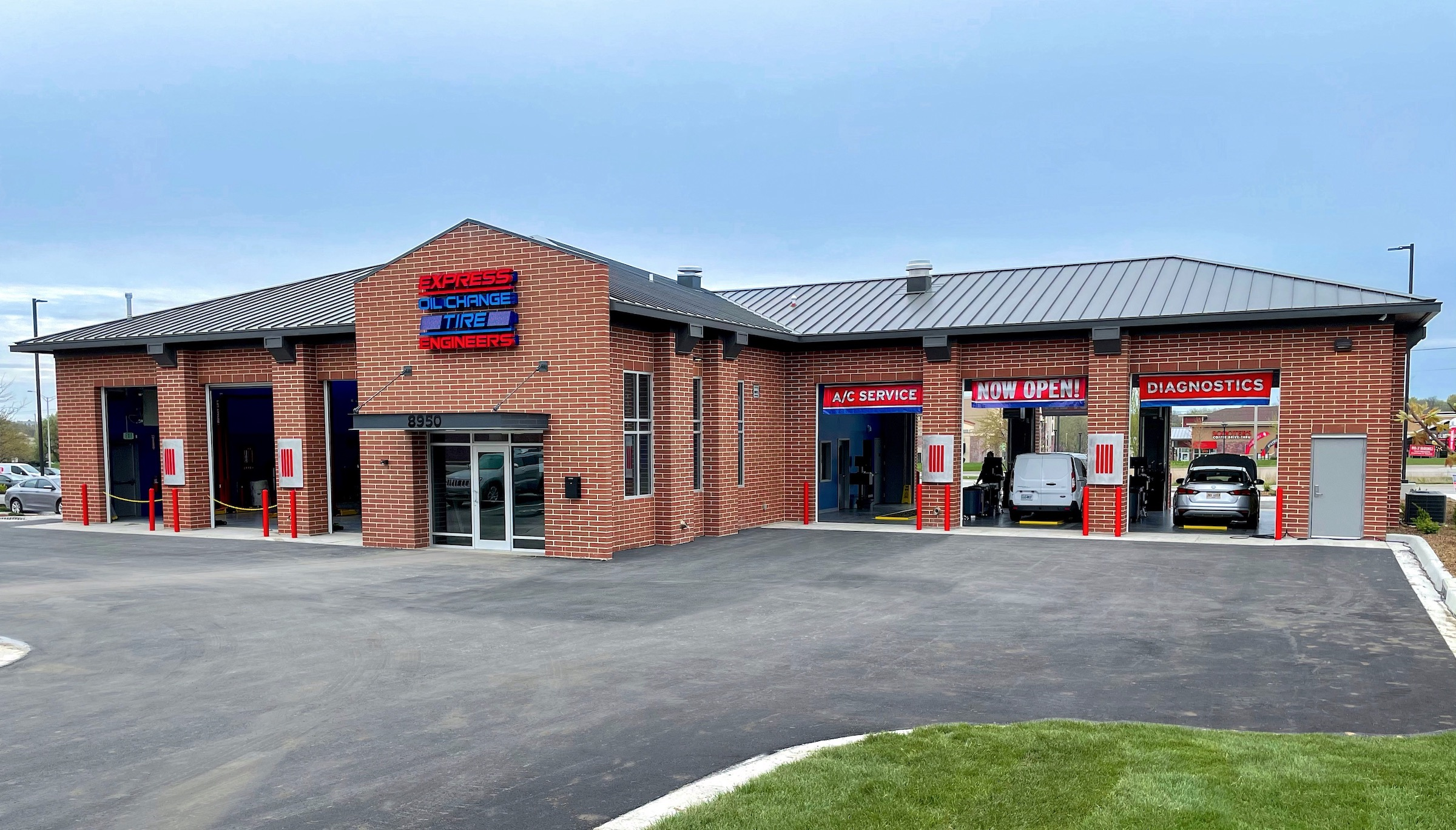 Express Oil Change & Tire Engineers at Overland Park, KS - Windham Park store