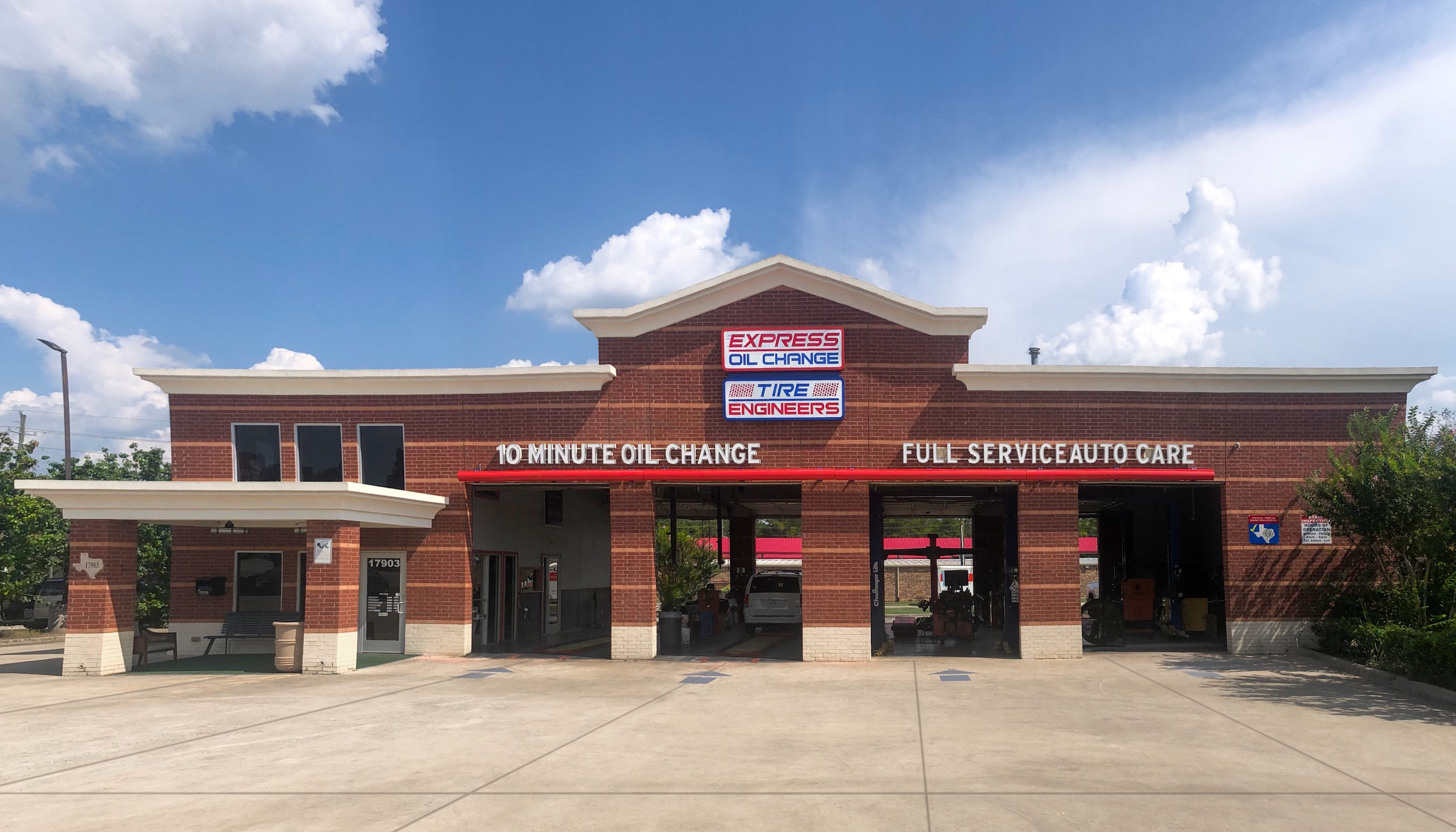 Express Oil Change & Tire Engineers at Magnolia, TX - Magnolia West store