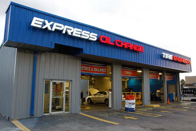 Express Oil Change & Tire Engineers Huntsville, AL - Max Luther Drive store